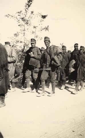 AVQ-A-003707-0154 - Prigionieri durante la Prima Guerra Mondiale - Data dello scatto: 1915 - Archivi Alinari, Firenze