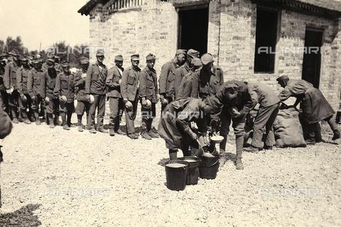 AVQ-A-003710-0007 - Prigionieri austriaci a Bagnaria Arsa - Data dello scatto: 00/04/1916 - Archivi Alinari, Firenze