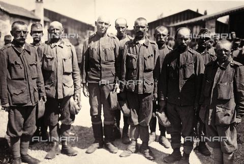 AVQ-A-003710-0016 - Prigionieri austriaci a Bagnaria Arsa - Data dello scatto: 00/04/1916 - Archivi Alinari, Firenze