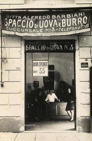 AVQ-A-003720-0011 - Ditta Alfredo Barbiani: il negozio per la vendita delle uova di Via Leone IV a Roma - Data dello scatto: 1929 ca. - Archivi Alinari, Firenze