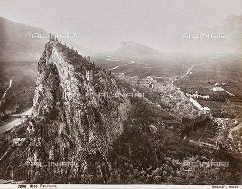 AVQ-A-003747-0058 - View of the Castle of Arco - Data dello scatto: 1870-1880 - Archivi Alinari, Firenze