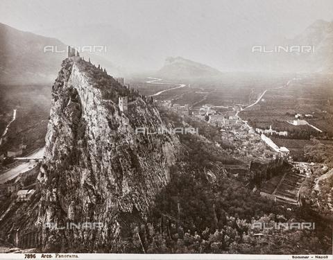 AVQ-A-003747-0058 - View of the Castle of Arco - Data dello scatto: 1870-1880 - Archivi Alinari, Firenze