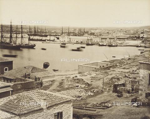 """AVQ-A-003848-0037 - """"Souvenirs d'Orient"""": il porto del Pireo, Atene - Data dello scatto: 1871 - Raccolte Museali Fratelli Alinari (RMFA), Firenze"""
