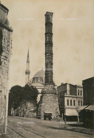 """AVQ-A-003848-0047 - """"Souvenirs d'Orient"""": colonna di Costantino a Costantinopoli - Data dello scatto: 1871 - Raccolte Museali Fratelli Alinari (RMFA), Firenze"""