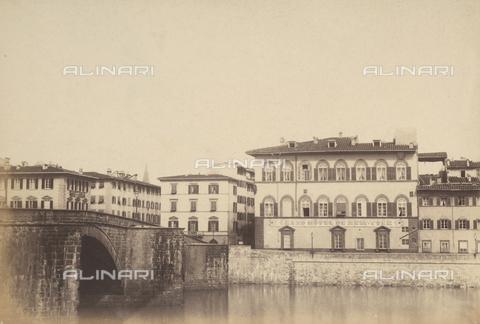 AVQ-A-003862-0021 - Tratto del Lungarno Corsini a Firenze, sulla sinistra il ponte alla Carraia - Data dello scatto: 1865 ca. - Archivi Alinari, Firenze