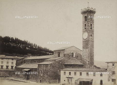 AVQ-A-003862-0079 - View of the Cathedral and bell tower of S. Romolo, Fiesole - Data dello scatto: 1865 ca. - Archivi Alinari, Firenze