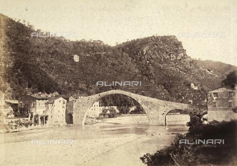 AVQ-A-003862-0082 - Il pittoresco ponte della Maddalena o del Diavolo a Borgo a Mozzano, nei pressi di Lucca - Data dello scatto: 1865 ca. - Archivi Alinari, Firenze