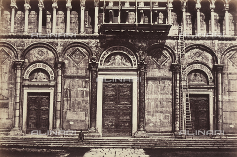 AVQ-A-003862-0091 - Detail of the main entrance of the Cathedral of Pisa - Date of photography: 1860 ca. - Fratelli Alinari Museum Collections, Florence