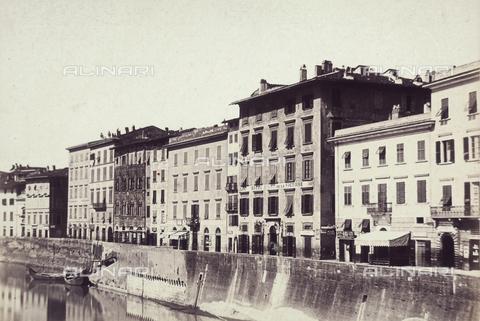 AVQ-A-003862-0092 - Un tratto del Lungarno a Pisa - Data dello scatto: 1865 ca. - Archivi Alinari, Firenze