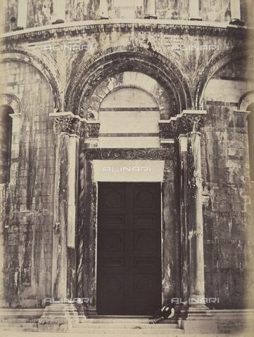 AVQ-A-003862-0109 - Portale orientale del Battistero di Pisa - Data dello scatto: 1865 ca. - Archivi Alinari, Firenze