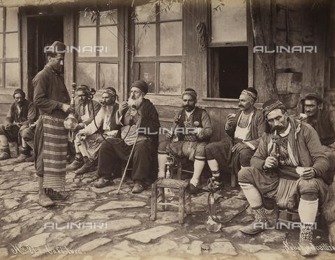 AVQ-A-003909-0010 - Il caffè turco - Data dello scatto: 1885 - 1890 ca. - Archivi Alinari, Firenze