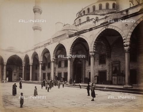 AVQ-A-003909-0023 - Entrata della moschea del sultano Ahmet a Istanbul - Data dello scatto: 1885 - 1890 ca. - Archivi Alinari, Firenze