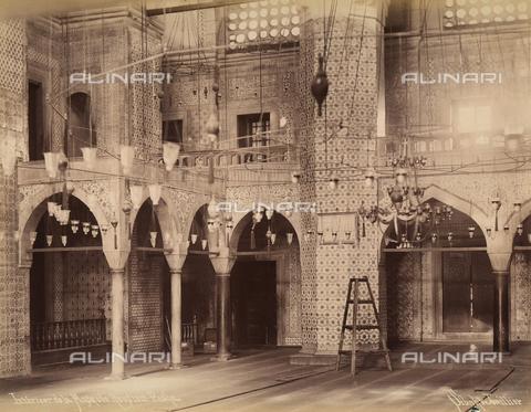AVQ-A-003909-0028 - Interno della moschea Rustem Pasa Camii a Istanbul - Data dello scatto: 1885 - 1890 ca. - Archivi Alinari, Firenze