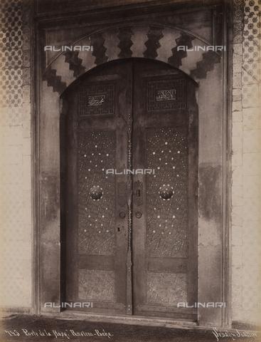 AVQ-A-003909-0030 - Porta della moschea Rustem Pasa Camii a Istanbul - Data dello scatto: 1885 - 1890 ca. - Archivi Alinari, Firenze
