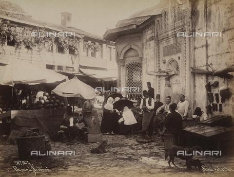 AVQ-A-003909-0034 - Mercato a Scutari (Uskudar), nei dintorni di Istanbul - Data dello scatto: 1885 - 1890 ca. - Archivi Alinari, Firenze
