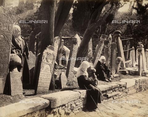 AVQ-A-003909-0038 - Il cimitero del quartiere di Scutari (Uskudar), Istanbul - Data dello scatto: 1885 - 1890 ca. - Archivi Alinari, Firenze