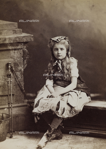 AVQ-A-003960-0017 - Portrait of little girl in costume