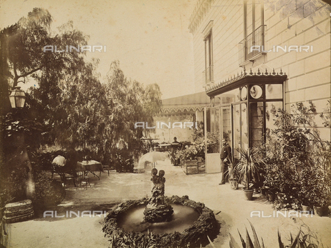 AVQ-A-003971-0001 - Historical animated view of the entrance of the Rocca Belvedere Hotel in Posillipo at Naples - Date of photography: 1890 ca. - Fratelli Alinari Museum Collections, Florence