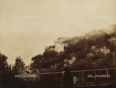 AVQ-A-003971-0004 - Portrait of woman posing in front of the panorama of the coast of Naples seen from the garden of the Rocca Belvedere Hotel in Posillipo - Date of photography: 1890 ca. - Fratelli Alinari Museum Collections, Florence