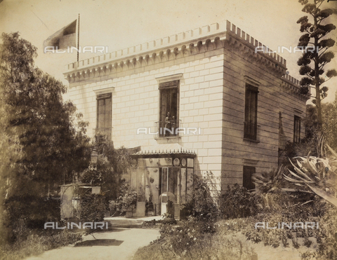 AVQ-A-003971-0008 - Historical animated view of the entrance of the Rocca Belvedere Hotel in Posillipo at Naples - Date of photography: 1890 ca. - Fratelli Alinari Museum Collections, Florence