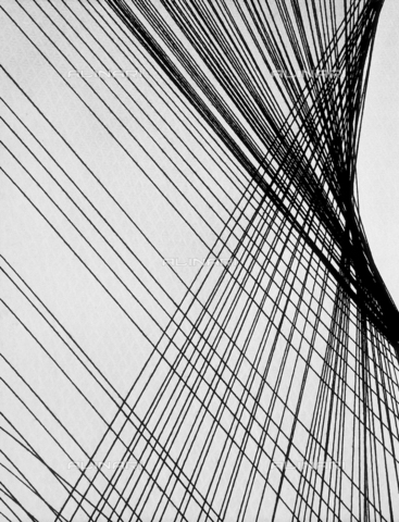 AVQ-A-004094-0011 - L'intreccio di una tessitura - Data dello scatto: 1955 ca. - Archivi Alinari, Firenze