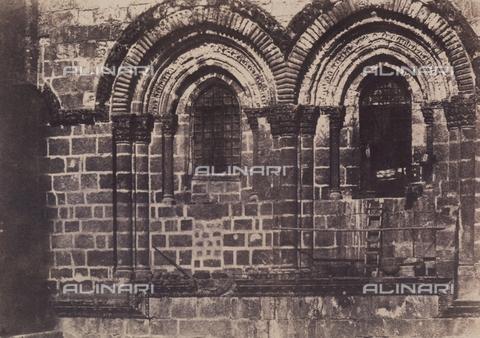 AVQ-A-004115-0016 - One-light windows in the façade of the Holy Sepulchre, in Jerusalem - Data dello scatto: 1856 - Archivi Alinari, Firenze