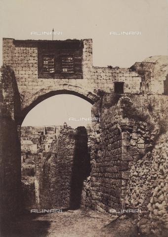 AVQ-A-004115-0018 - L'arco dell'Ecce Homo a Gerusalemme - Data dello scatto: 1856 - Raccolte Museali Fratelli Alinari (RMFA), Firenze