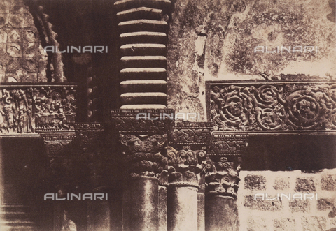 AVQ-A-004115-0019 - Detail of the capitals on the façade of the Holy Sepulchre, in Jerusalem - Data dello scatto: 1856 - Archivi Alinari, Firenze