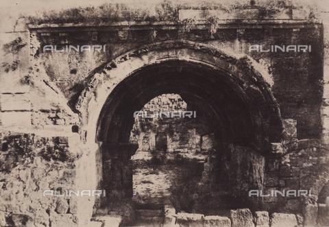 AVQ-A-004115-0027 - Il portale di Santa Maria la Grande a Gerusalemme - Data dello scatto: 1856 - Raccolte Museali Fratelli Alinari (RMFA), Firenze