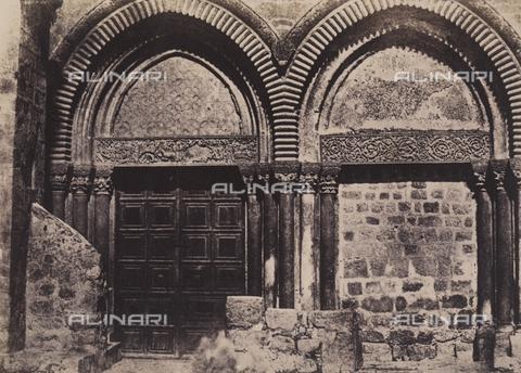AVQ-A-004115-0030 - Portale della facciata del Santo Sepolcro a Gerusalemme - Data dello scatto: 1856 - Raccolte Museali Fratelli Alinari (RMFA), Firenze