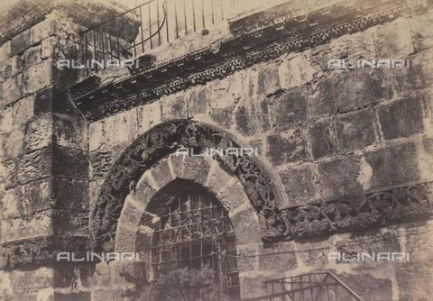 AVQ-A-004115-0034 - Detail of the façade of the Holy Sepulchre in Jerusalem - Data dello scatto: 1856 - Archivi Alinari, Firenze