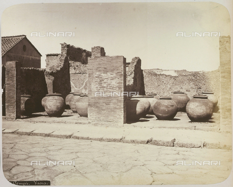 AVQ-A-004117-0045 - Vases for oil and wine storage, found at Pompeii - Date of photography: 1865 ca. - Fratelli Alinari Museum Collections, Florence