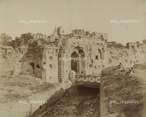AVQ-A-004119-0032 - La Porta del Kashmir a Delhi, India, tristemente famosa per i tragici eventi dell'ammutinamento del 1857 - Data dello scatto: 1858 - Archivi Alinari, Firenze
