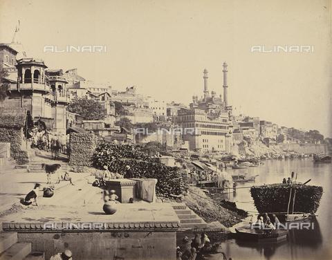 AVQ-A-004121-0013 - Scorcio della città di Benares (Varanasi), in India: sullo sfondo è visibile la grande Moschea di Aurangzeb - Data dello scatto: 1863-1870 ca. - Raccolte Museali Fratelli Alinari (RMFA), Firenze
