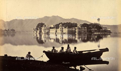 AVQ-A-004121-0031 - L'isola di Jag Niwas sul lago Pichola, Udaipur, Stato del Rajasthan - Data dello scatto: 1863-1870 - Raccolte Museali Fratelli Alinari (RMFA), Firenze