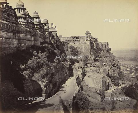 AVQ-A-004121-0033 - Scorcio dell'entrata al Palazzo del Raja Man Singh del forte di Gwalior, in India - Data dello scatto: 1863-1870 ca. - Raccolte Museali Fratelli Alinari (RMFA), Firenze
