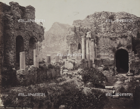 AVQ-A-004127-0012 - Interior of the ruins of the Greek Theater in Taormina - Data dello scatto: 1880 ca. - Archivi Alinari, Firenze