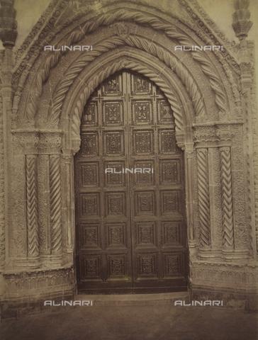 AVQ-A-004127-0039 - La Porta Piccola della cattedrale di Palermo - Data dello scatto: 1875 ca. - Archivi Alinari, Firenze
