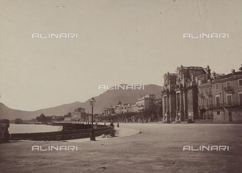 AVQ-A-004127-0049 - Porta Felice e Foro Italico a Palermo - Data dello scatto: 1875 ca. - Archivi Alinari, Firenze