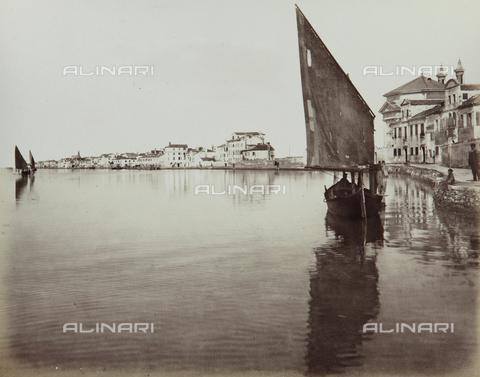 """AVQ-A-004389-0018 - """"Isole della Laguna di Venezia"""", view of the Island of Pellestrina, Venice - Data dello scatto: 1880-1890 - Archivi Alinari, Firenze"""
