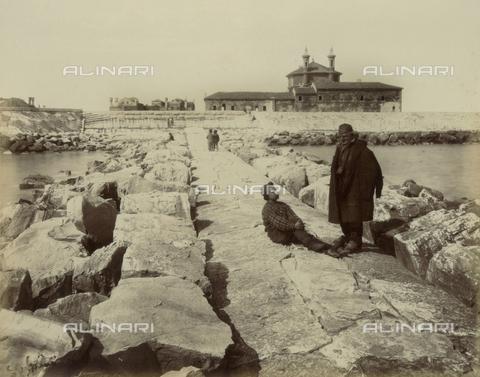 """AVQ-A-004389-0020 - """"Isole della Laguna di Venezia"""", view of the dam Murazzi, Venice - Data dello scatto: 1880-1890 - Archivi Alinari, Firenze"""