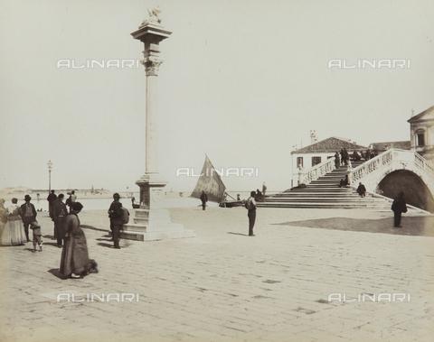"""AVQ-A-004389-0021 - """"Isole della Laguna di Venezia"""", animated view of Chioggia, Venice - Data dello scatto: 1880-1890 - Archivi Alinari, Firenze"""