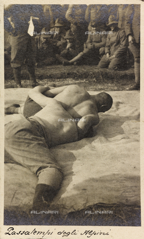 "AVQ-A-004620-0013 - Album ""Ricordi di guerra, 24 maggio 1915-4 novembre 1918 (War Remembrance 24 May 1915-4 November 1918)"": alpine wrestling during the First World War"