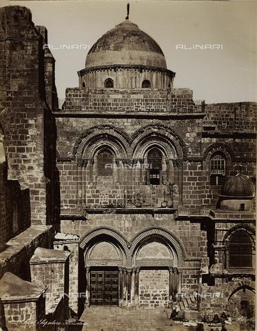 """AVQ-A-004884-0012 - Album """"Palestine 1887"""": the basilica of the Holy Sepulchre in Jerusalem - Data dello scatto: 1887 - Archivi Alinari, Firenze"""