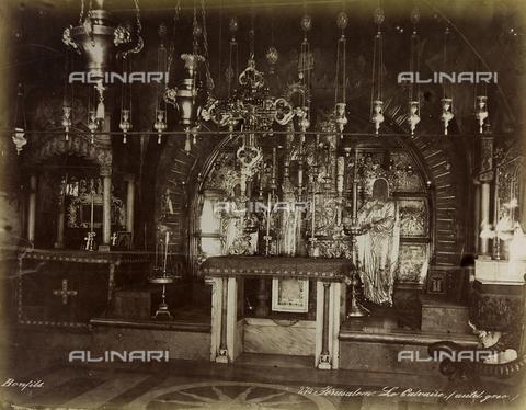 """AVQ-A-004884-0014 - Album """"Palestine 1887"""": la cappella del Calvario all'interno della basilica del Santo Sepolcro a Gerusalemme - Data dello scatto: 1887 - Archivi Alinari, Firenze"""