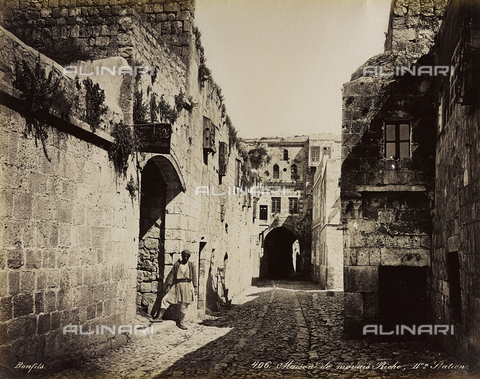 """AVQ-A-004884-0035 - Album """"Palestine 1887"""": the house of the wicked rich at the Fourth Station of the Via Dolorosa, Jerusalem - Data dello scatto: 1887 - Archivi Alinari, Firenze"""