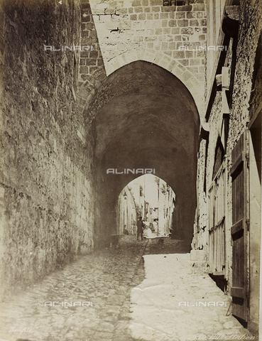"""AVQ-A-004884-0038 - Album """"Palestine 1887"""": luogo dell'Ottava Stazione della Via Dolorosa, Gerusalemme - Data dello scatto: 1887 - Archivi Alinari, Firenze"""