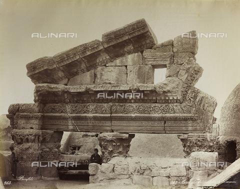 """AVQ-A-004884-0039 - Album """"Palestine 1887"""": ruins of a monumental arch of Damascus - Data dello scatto: 1887 - Archivi Alinari, Firenze"""