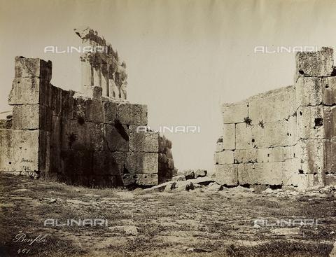 """AVQ-A-004884-0042 - Album """"Palestine 1887"""": ruins of the temple dedicated to Jupiter Heliopolitan in the Roman province of Syria, Baalbek - Data dello scatto: 1887 - Archivi Alinari, Firenze"""