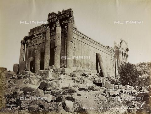 """AVQ-A-004884-0043 - Album """"Palestine 1887"""": ruins of the temple dedicated to Jupiter Heliopolitan in the Roman province of Syria, Baalbek - Data dello scatto: 1887 - Archivi Alinari, Firenze"""